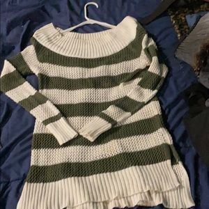 Lg AEO Sweater never worn